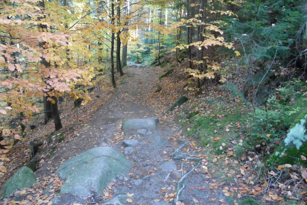 Szklarska Poręba, Szlak zielony wzdłuż rzeki Kamiennej do Wodospadu Szklarki