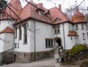 """Muzeum Miejskie """"Dom Gerharta Hauptmanna"""" w Jagniątkowie"""